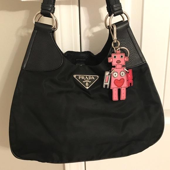 5cd521b050a4 Authentic Prada Nylon   Leather Shoulder bag. M 5b5d3ec234e48a672e619e29